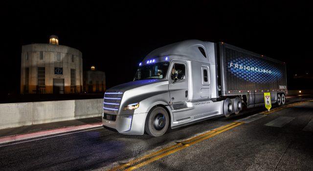 """העבודה המסוכנת ביותר בארה""""ב: נהג משאית"""