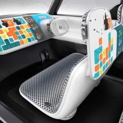 טאבלט במקום הגה: ניסאן מעלה את פייסבוק על גלגלים