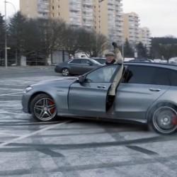 OMG ב-AMG: פטר סולברג מותח מכונאי רכב תמימים