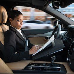 המכונית ללא נהג מעבר לפינה, אבל האם בני האדם מחכים לה?