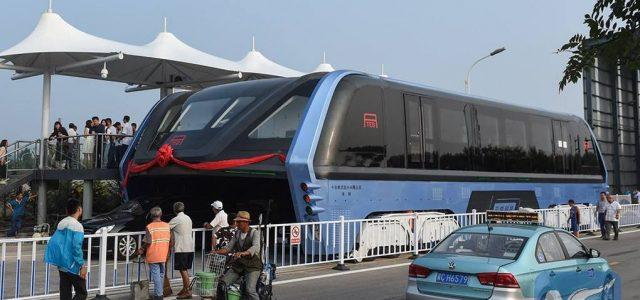 """על הגובה: """"האוטובוס הרוכב"""" הסיני ביצע נסיעת מבחן"""