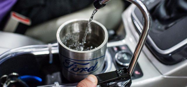 המצאה פשוטה וגאונית תספק מים צוננים במכונית