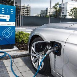 מחשמלים: יצרניות הרכב מקימות תשתית טעינה למכוניות חשמליות