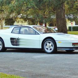 """המופע של שנות ה-80': רכבי הפרארי שכיכבו ב""""מגנום"""" וב""""מיאמי מחלק מוסר"""" למכירה"""