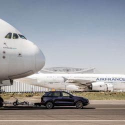 צפו: פורשה גוררת את מטוס הנוסעים הגדול בעולם