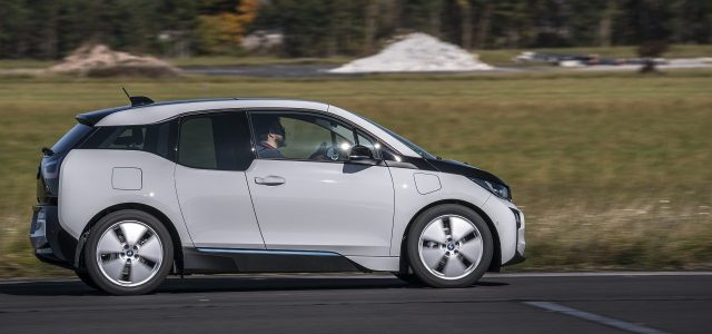 בשורה לחובבי הנהיגה: מכוניות ב.מ.וו יגיעו עם הגה ודוושות גם בעידן האוטונומי