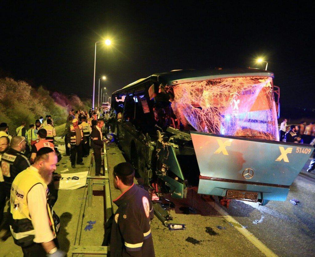 תאונת אוטובוס בכביש 1 קרדיט דוברות מדא -002