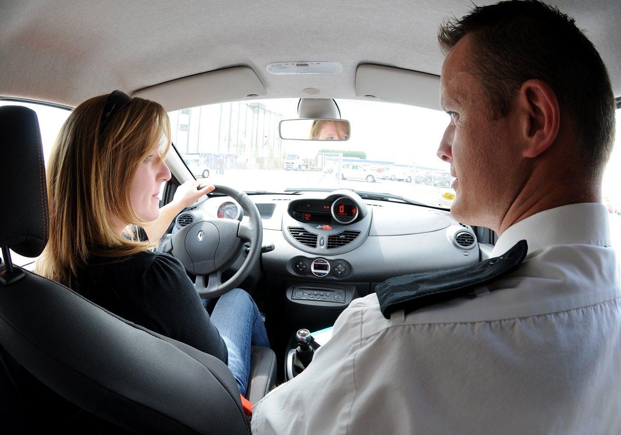 לימוד נהיגה נהג צעיר 0031