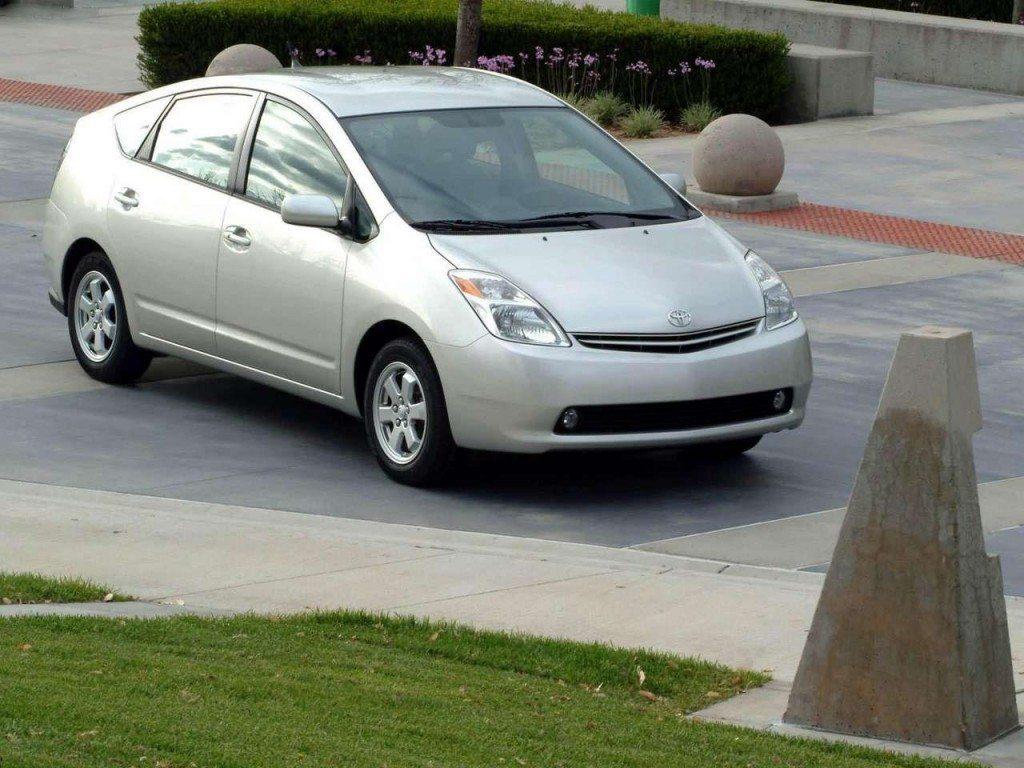 Toyota-Prius-2004-
