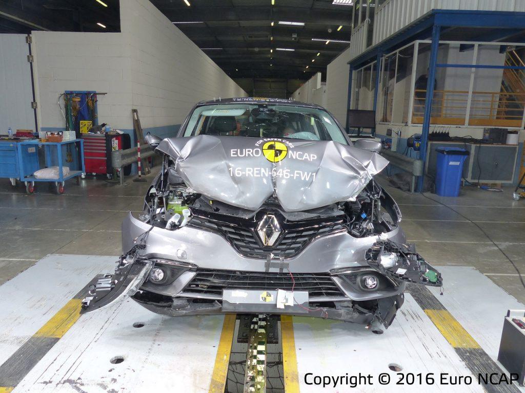 Euro NCAP רנו סניק 2016 - 004- 2016