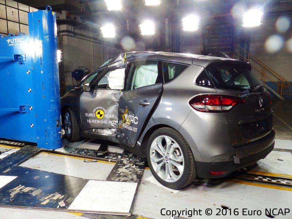 Euro NCAP רנו סניק 2016 - 005- 2016
