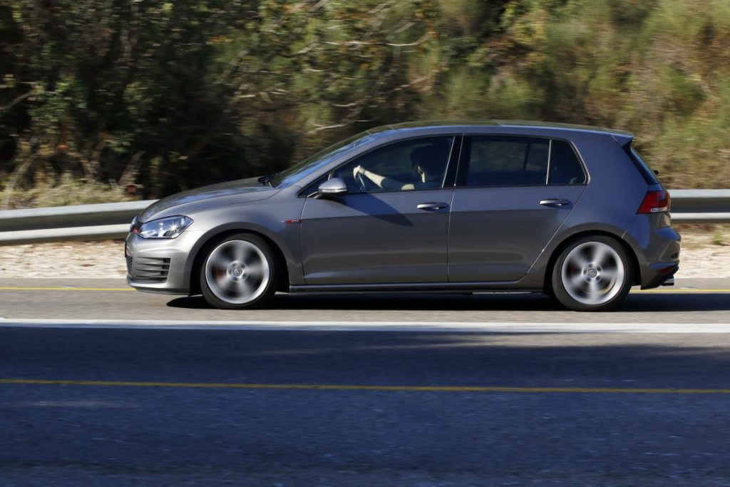 SMALL_bmw 125 vs golf gti _0016