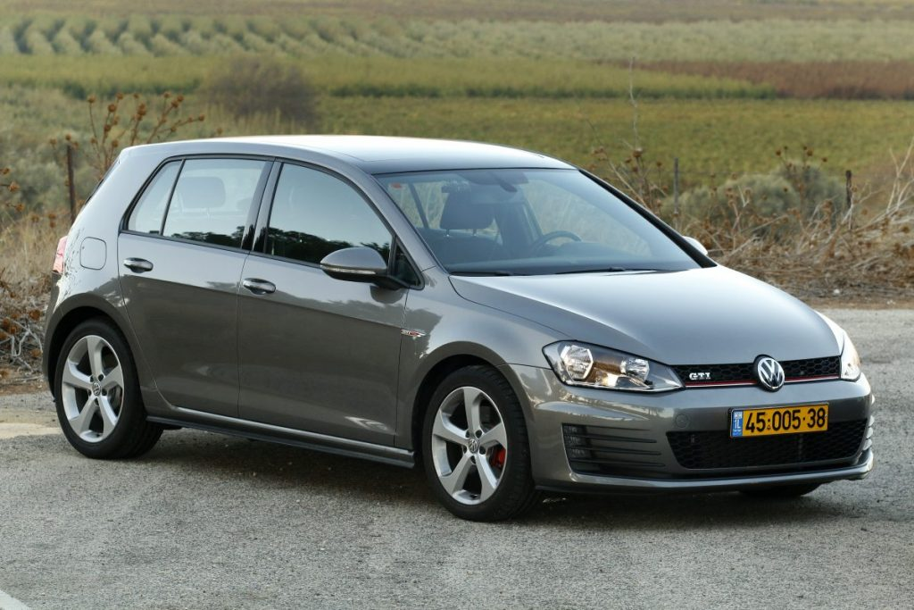 SMALL_bmw 125 vs golf gti _0054