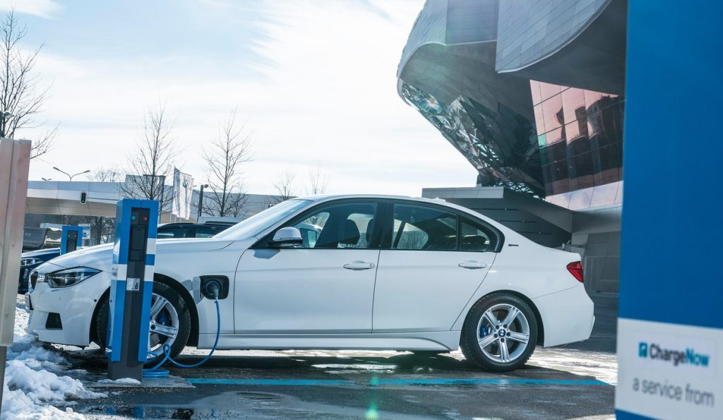 BMW-330e-2016-1280-1a