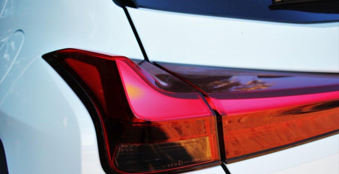 Lexus UX250h F sport 07