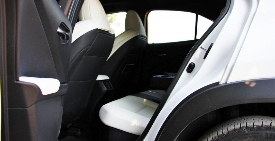 Lexus UX250h F sport 10
